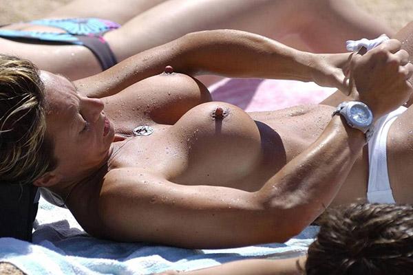 Подглядывание На Пляже За Женщинами С Обнаженными Титьками Реальное (Домашнее) Порно И Секс Фото