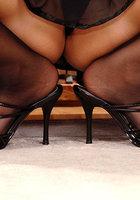 Женские ножки в колготках очень красиво смотрятся 3 фотография