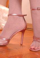 Женские ножки в колготках очень красиво смотрятся 1 фотография