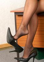 Женские ножки в колготках очень красиво смотрятся 14 фотография