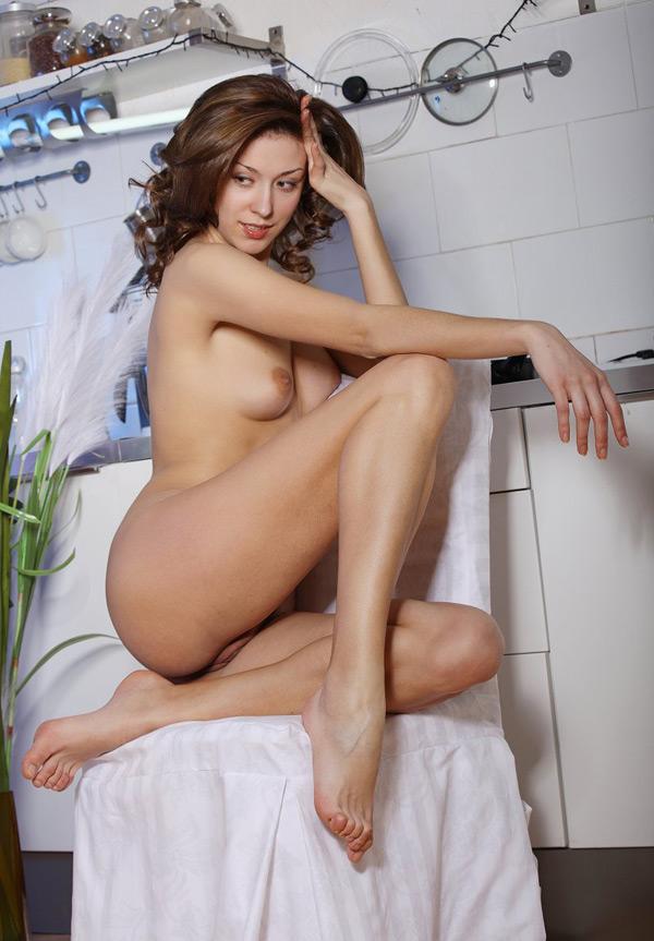 Красивая мадам разделась в домашних условиях