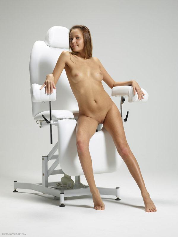 Ласки клитора в кресле гинеколога 3