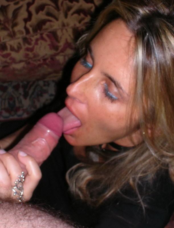 Ненасытная тёлка с влажной мандой секс фото