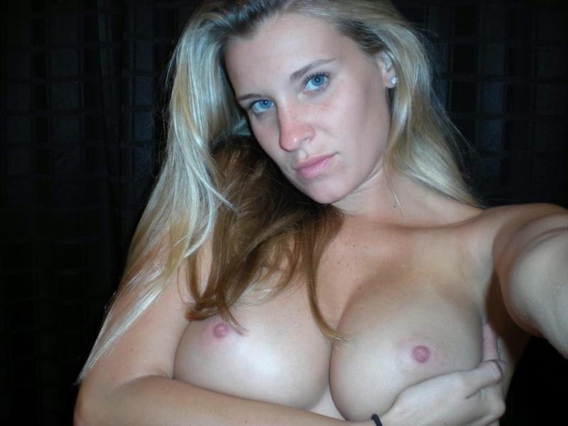 Спортивная светловолосая девушка с вместительной писей секс фото
