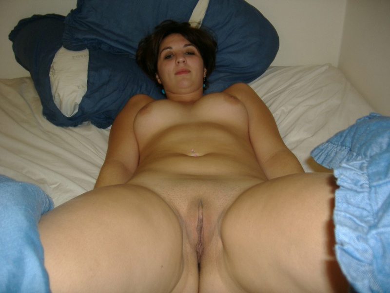 Порнуха с большегрудой девушкой в ее квартире