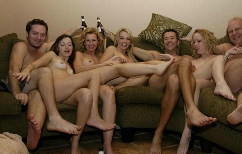 Секс фото домашней групповухи с роскошными woman