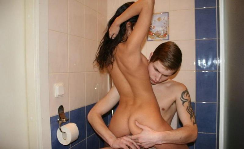 Трахнул в туалете свою красивую любимую