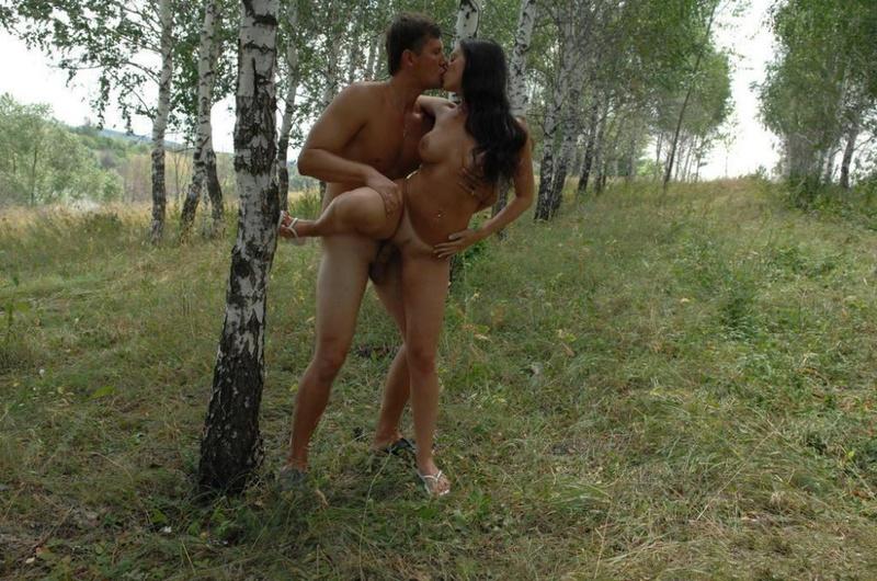 Привез И Трахнул Брюнетку На Свежем Воздухе Частные Порно И Секс Фото