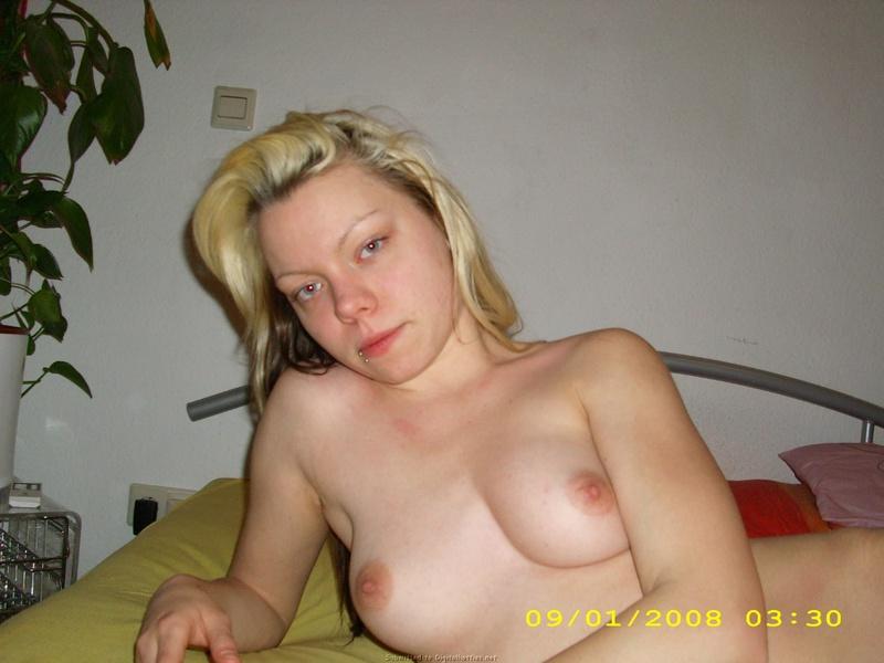 Домашний секс крашеной светловолосые девки с молодым юношей смотреть эротику