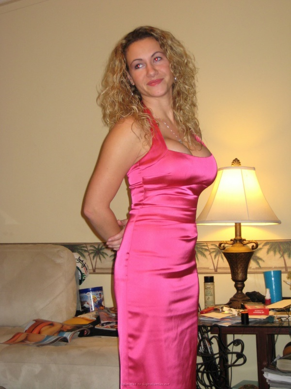 Скинула платье и поеблась