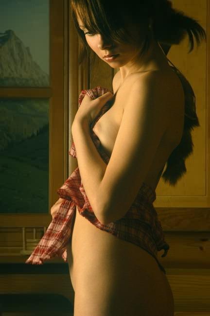 Молодая красотка с волосатой киской