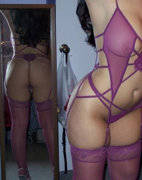 Сексуальная жирдяйка в фиолетовом нижнем белье