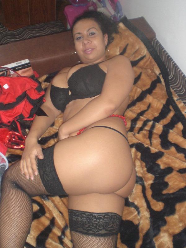 18-летняя пышная брюнеточка с огромными сиьками секс фото