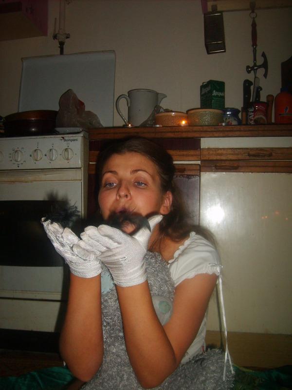 Наташка шалит на кухне с лесбиянкой