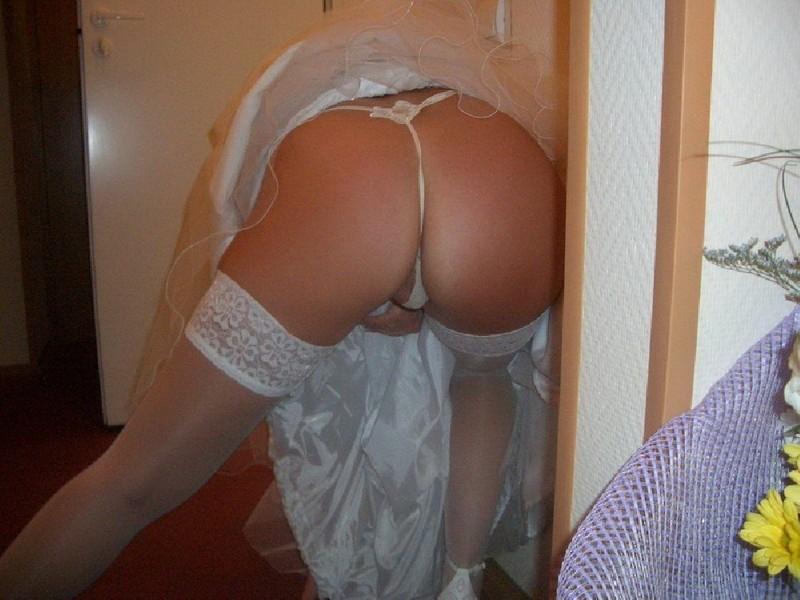 Невеста Шалит В Нарядах Во Время Первой Брачной Ночи Порно И Секс Фото С Девушками В Чулках