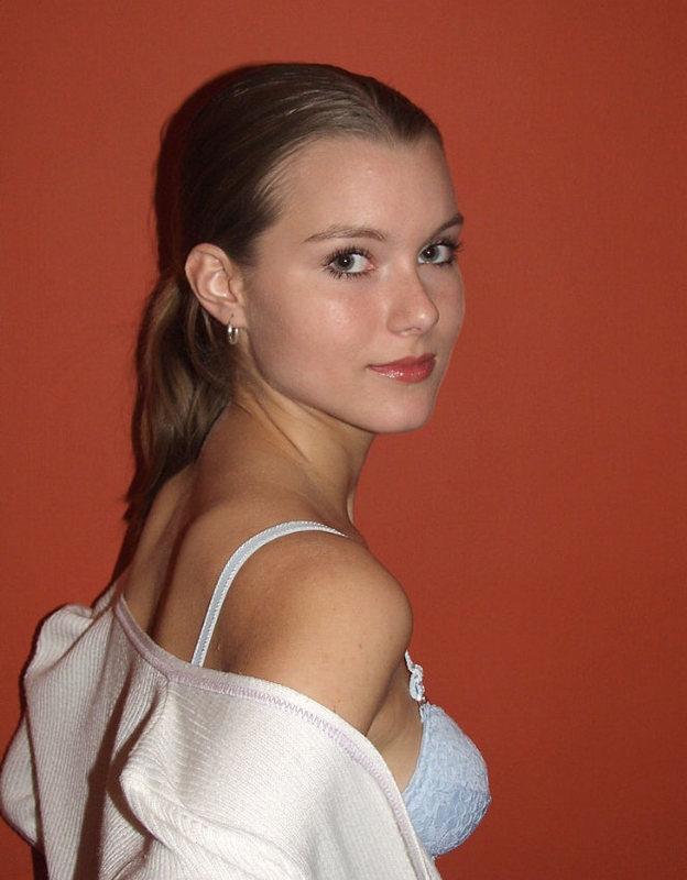 Людмила жаждет снять все, включая простые бикини