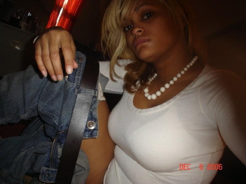 Темнокожая лесбиянка всегда готова отлизать письку подружке