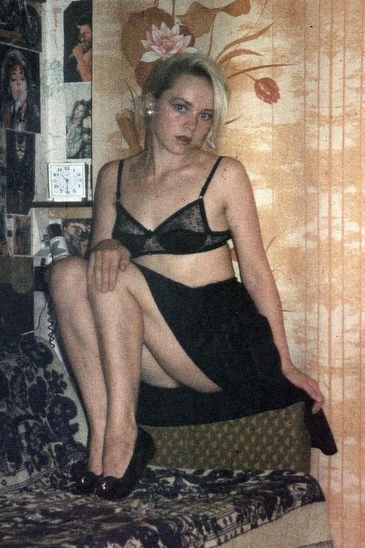 В 90-х девица не брила свое влагалище и не стеснялась этого
