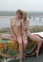 Красивые лесбиянки на крыше