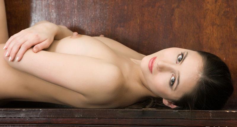 Красивая модель показала себя в будние и на работе