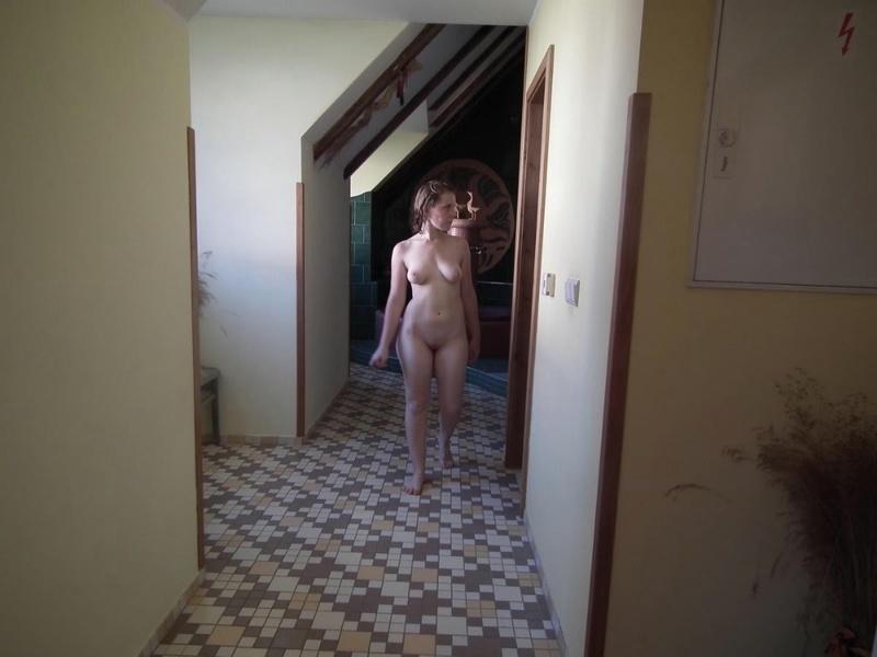 Грудастая скромница играется в банном комплексе секс фото