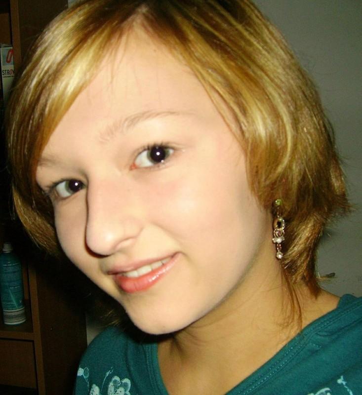 Молодая Беатрис в квартире красуется в белье