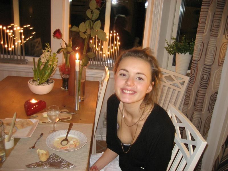 18-летняя деваха залезла по шею в джакузи с пеной