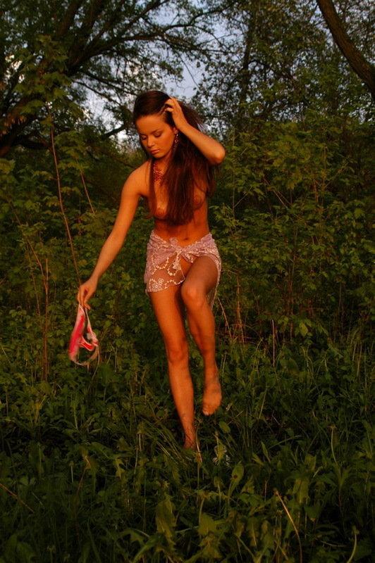 Сексапильная Лючия Нежиться В Лучах Солнца Около Бассейна Порно И Секс Фото С Порно И Секс Звездами