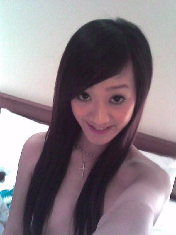 Чувственная китаянка сняла одежду перед девушкой