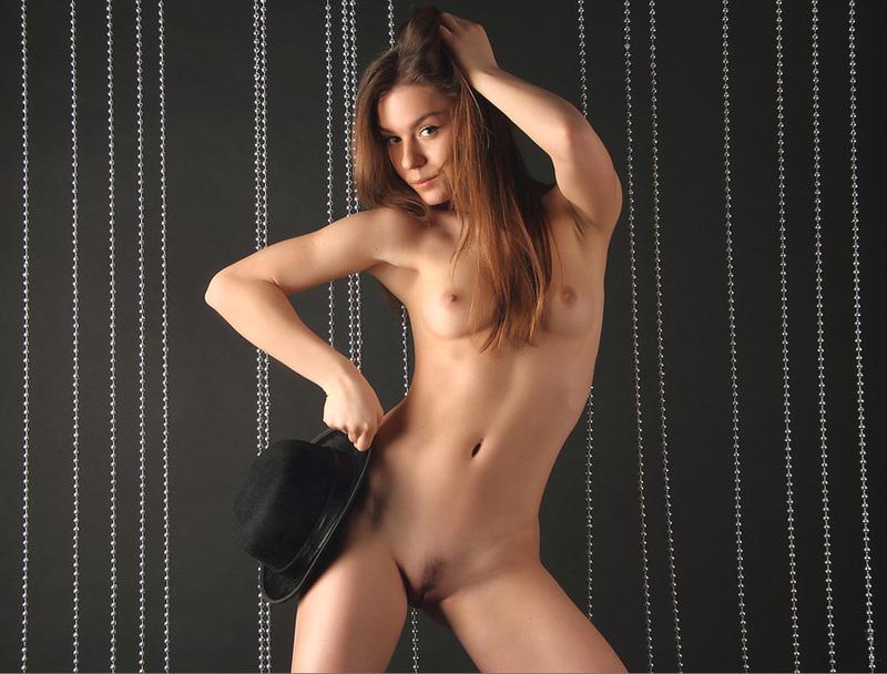 Совершеннолетняя фрау украшает грудями разные фоны смотреть эротику