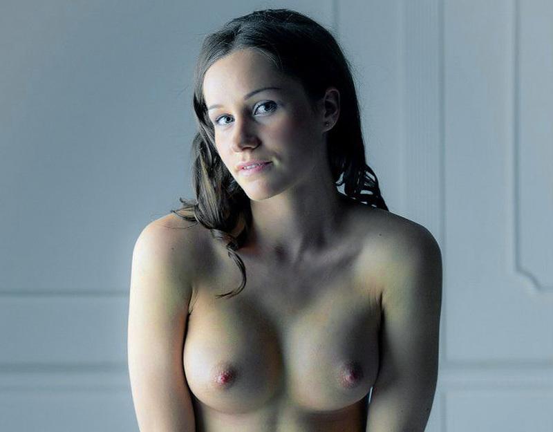 Девятнадцатилетняя позерша из Ижевска перед объективом оголила буфера смотреть эротику