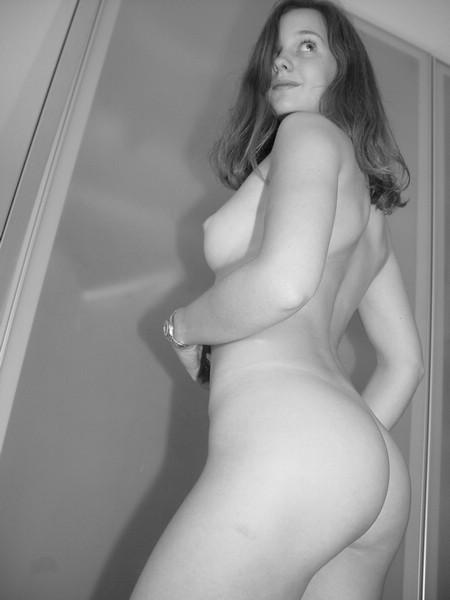 Лена любит черно-белые тона когда она нагая
