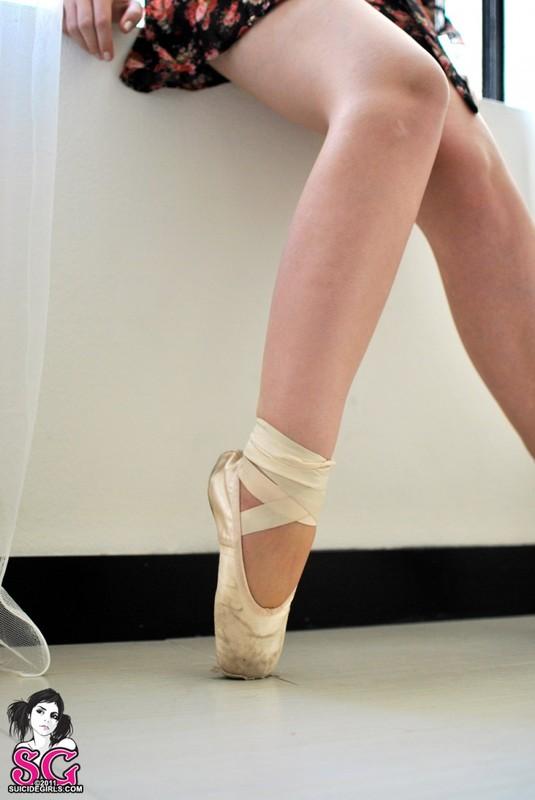 Рыжая балерина разделась на тренировке