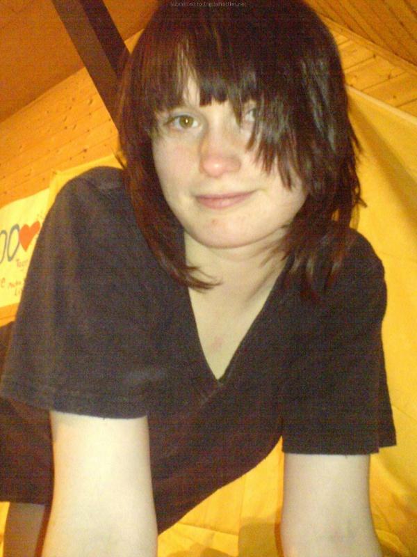 Молоденькая дева оголилась в своей комнате