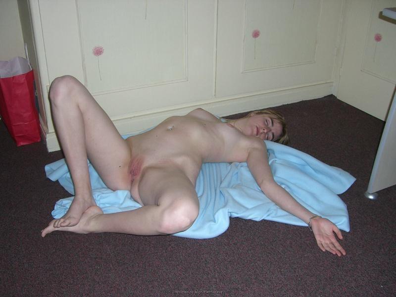 Тридцатичетырехлетняя любовница ждет когда ее кису насадят на пенис