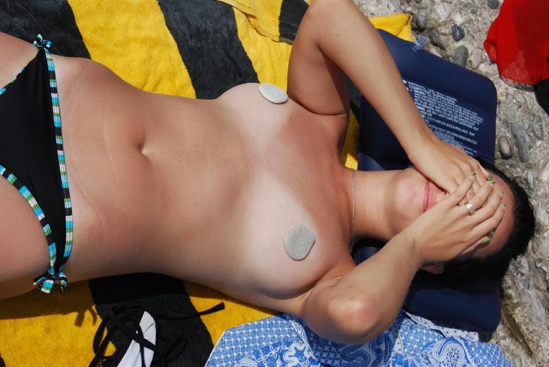 Подруга Загорает На Пляже Без Лифчика Реальное (Домашнее) Порно И Секс Фото