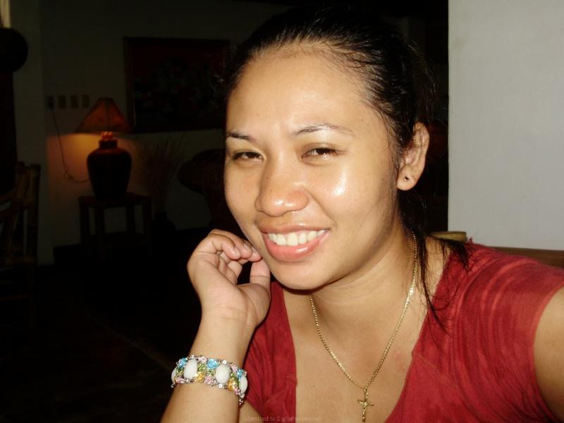 Горячая азиатка обнажила формы у себя дома