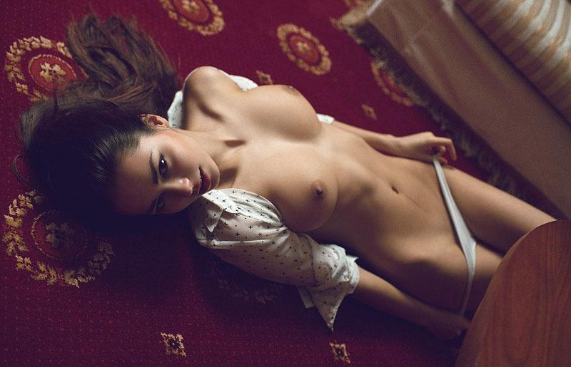 Вика устроилась чувихой в эротическую студию