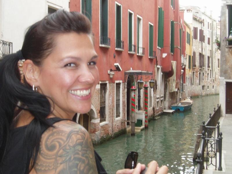 Итальянец насадил на фаллос влажную щель брюнетки смотреть эротику