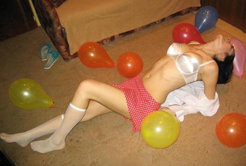 Развратная сучка регулярно шалит в квартире