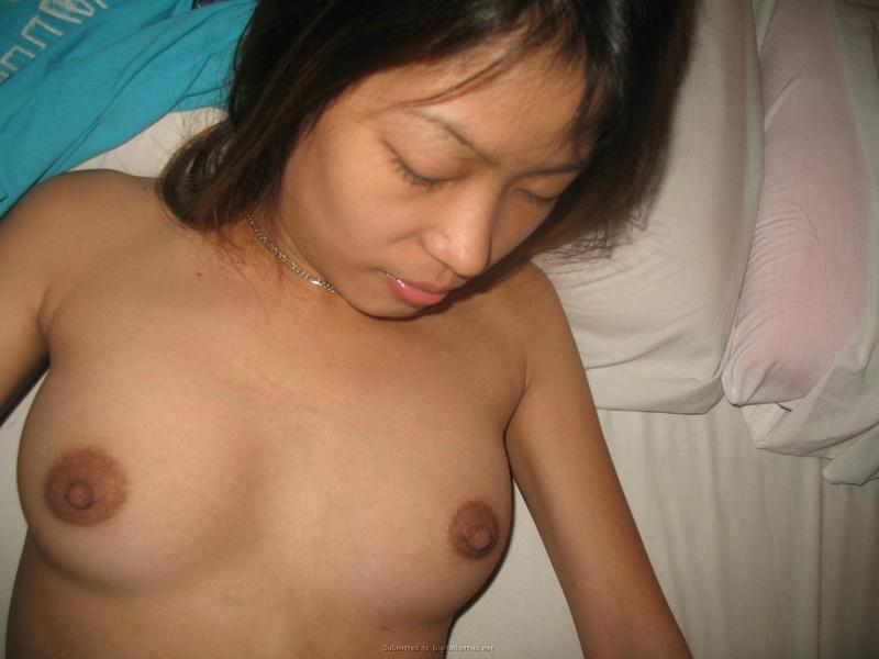 Парень привел домой азиатку и отпердолил ее