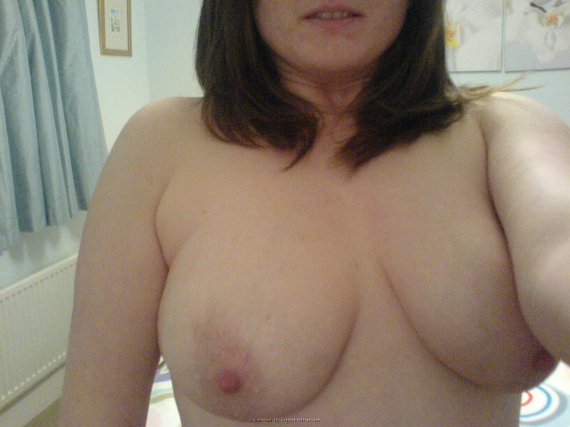 Самоуверенная Анжелика жаждет похвастать грудями в любое время