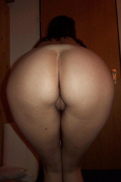 Сорокалетняя голая швали с гладко выбритой вагиной