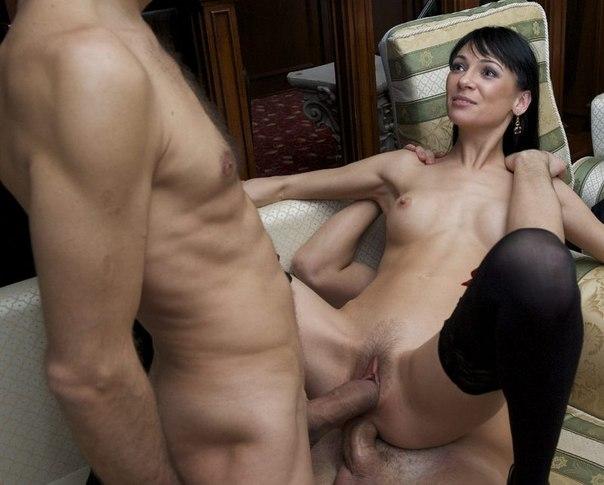 Секс 2+1 с участием хорошеньких нагих удовлетворительниц