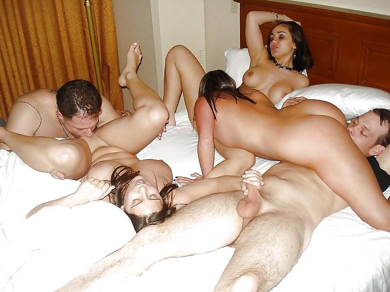 Симпотные Телки Готовы Трахаться За Рафаэлло Домашнее Порно И Секс Фото