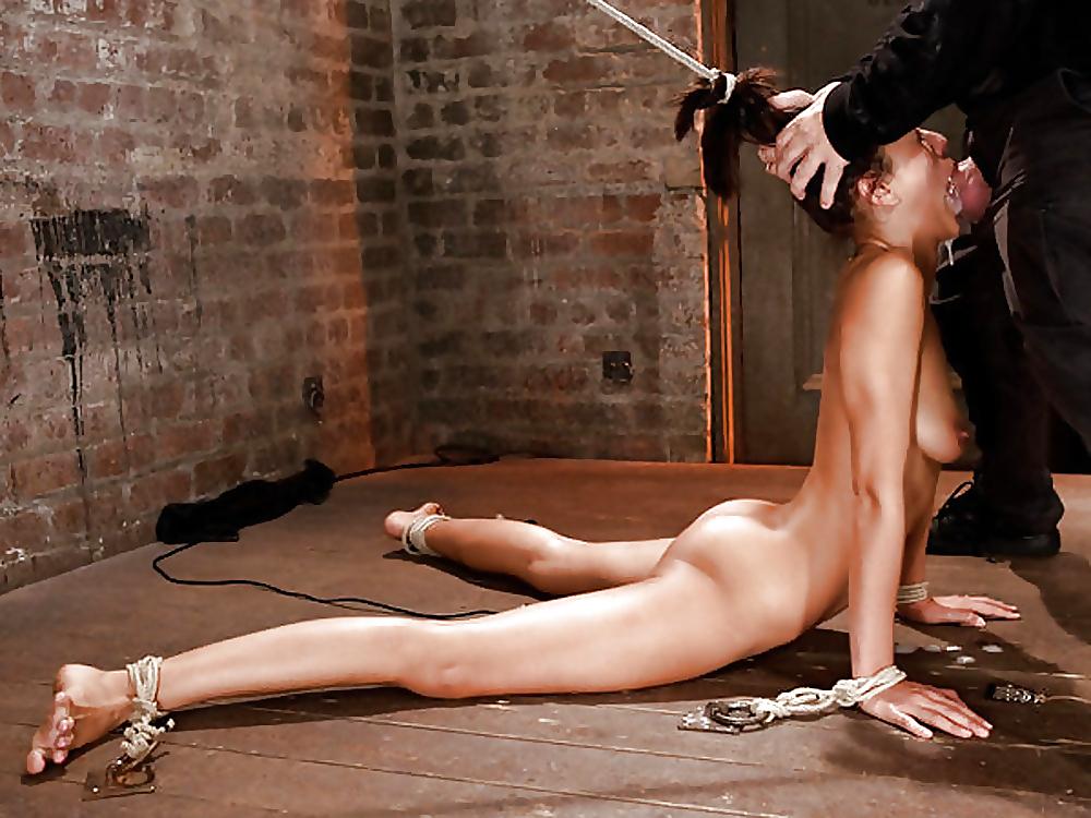 Жесткий глубокий минет и иррумация от хорошеньких сосок смотреть эротику