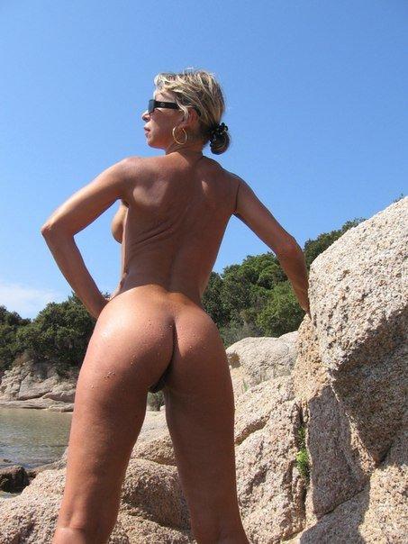 Пятидесятилетняя Ирка любит нудистские пляжи и нижнее белье