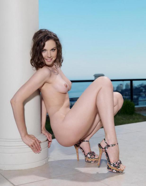 Две юные порно актрисы на фотокастинге