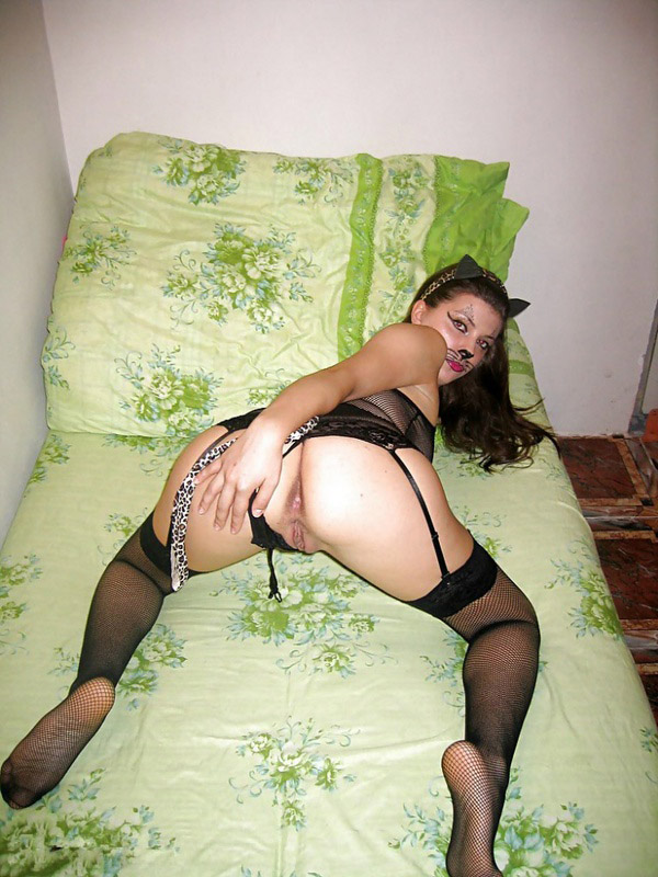 Нежная супруга жаждет позабавиться с мужем в ролевую игру