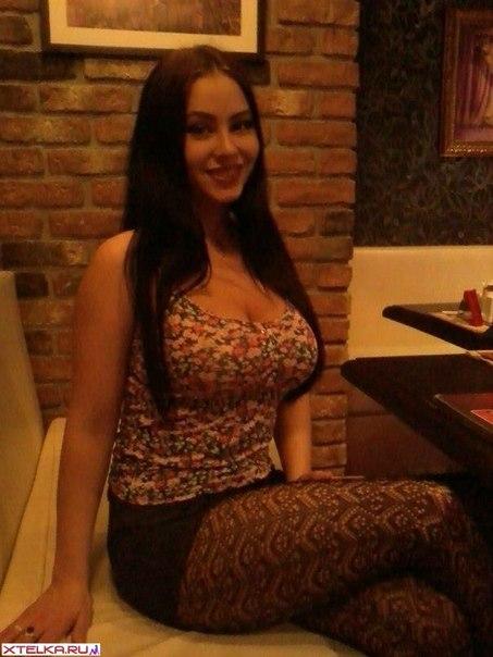 Молодая красивая темненькая девушка отлично выглядит в белье смотреть эротику